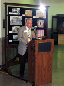 Dr. David B. Gracy II, Governor Bill Daniel Professor in Archival Enterprise, speaks to the crowd.